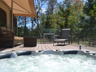 Tuckers Retreat Luxury glamping w Private Jacuzzi, Canungra