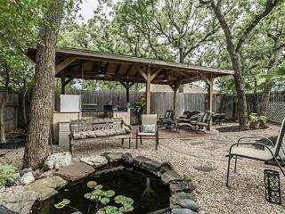 GORGEIOUS  Home 2 miles  to AT&T Stadium & Six Flags WITH POOL!
