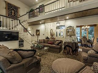 Gorgeous Home 2 miles  to AT&T Stadium & Six Flags