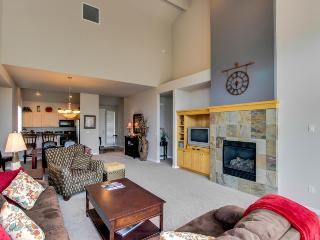 The ideal set-up for your Central Oregon vacation with access to pool & hot tub, Redmond