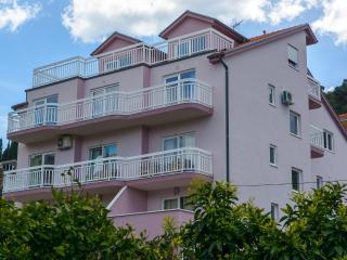 Studio Apartments with balcony und sea view, Trogir