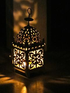 Unwind in the evening by candle light