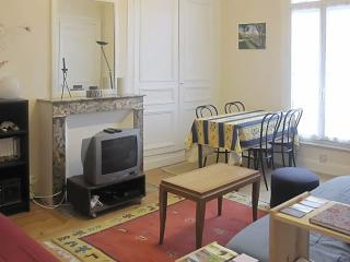 Cosy seaside flat with balcony, Dieppe