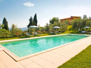 Farmhouse with 6 apartments, private pool, view, Loro Ciuffenna
