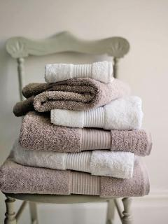 Egyptian cotton linen & towels provided