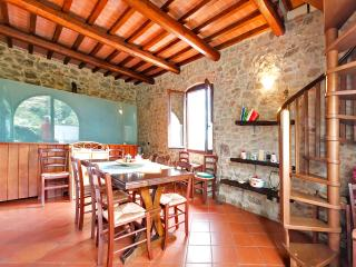 Podere Casarotta - 'Il Fienile' dining room