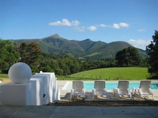 Basque Country villa with stunning views, Urrugne