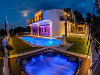 Luxury  villa Helios, Okrug Gornji