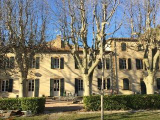 Bastide 360m2 PISCINE - 30km d'Aix - 20 personnes, St Chamas
