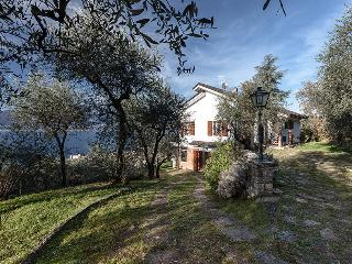 VILLA I GELSOMINI, LAKE OF GARDA ITALY Breath-taking view and close to the beach
