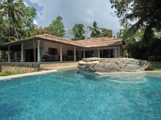 Kimbulagala Watte villa by Lankarealesate