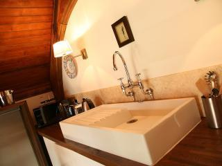 the handy Kitchenette with sink