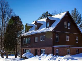 Perfect Reunion House - sleep 18. Privacy, Fireplace, Skiing, Views, Pool,tennis