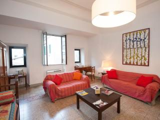 Corso - Large Apartment with Duomo view, balcony, pet-friendly, Florencia