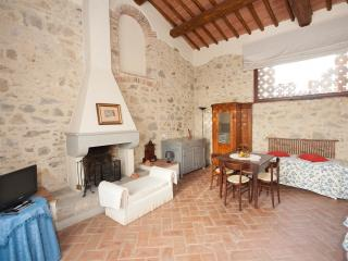 Beautiful two bedroom apartment near Florence in pictureseque village of Fiesole, pool access