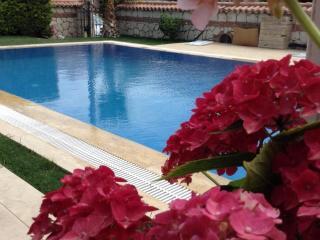 Surf Paradise özel havuzlu 3 Yatak Odalı villa, Alacati