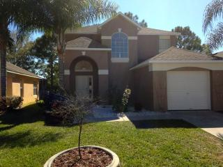 Disney golf front pool home 4br 3 ba sleeps 10-12, Haines City
