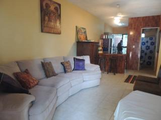 2 BEDS/TULUM TOWN HOUSE/RUINS,BEACHES AND TOWN $70, Tulum