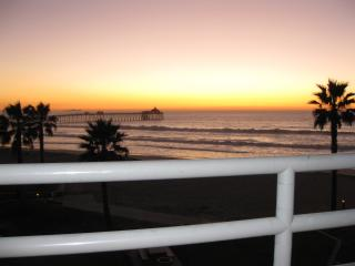 San Diego Cty Oceanfront 2 BR sleeps 7 Heated Pool, Imperial Beach