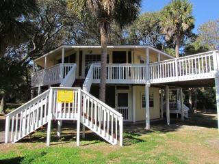 "613 Pompano St - ""Tip Top Tree House"", Isla de Edisto"