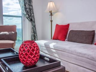 Mary-am Suites.Meridian. Fully Furnished 1BD Suite, Toronto