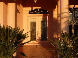 Villa Retreat Vacations #3609 Waterfront 3/3