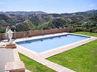 Andalusian flat w/ fabulous pool, Frigiliana