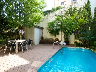 UNIC HOUSE WITH PRIVAT GARDEN & POOL,Vila d Gracia