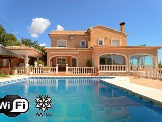 Malie Villa - villa de lujo con piscina y vistas al mar, Calpe