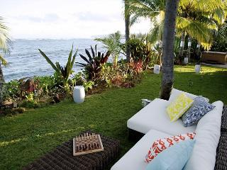 Fall Special of $495/nt! Chic, light filled, 4 bedroom beachfront home, Waialua