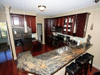 Pristine Spacious Pet Friendly Townhome! *Snowbird Specials*