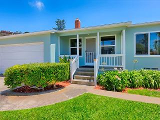 20% OFF UNTIL JULY 9 - Private home w/ spacious yard -walk to Windansea Beach, La Jolla