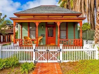 Historic Beach Cottage - walk to Windansea Beach, La Jolla
