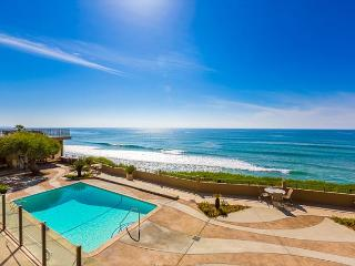 20% OFF SEP + OCT - Stunning Condo, Steps to Beach & Pool, Spacious w/ Patio