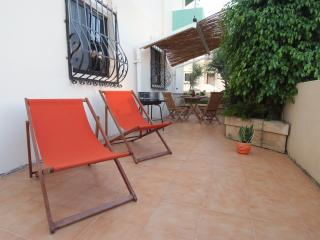 Sunflower ground floor apartment in Marsascala