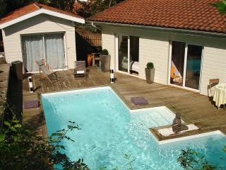 Cap Ferret villa with heated pool and sea view
