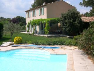 Holiday flat in quiet area + shared pool, Aix-en-Provence