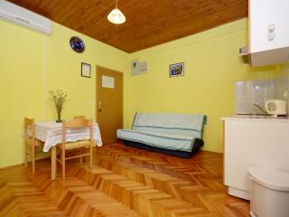 Apartments Marinko - 37171-A1, Makarska