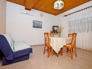 Apartments Marinko - 37171-A2, Makarska