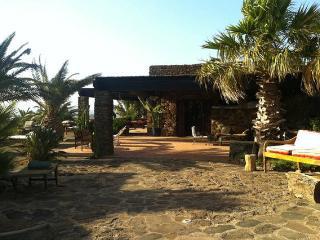 Dammuso ROSMARINO, fascino moderno a Pantelleria