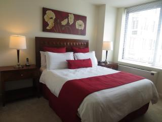 Lux White Plains 2BR w/ pool & WiFi