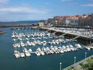 Charming With Beach and Harbor View, Gijón