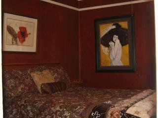 Main floor - Mine Owner's Room - Queen Bed