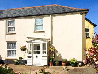 THE SQUARE, end-terrace cottage, character features, walks from door, in Watchet