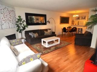 Spacious Townhouse Walk to the Santa Monica Pier & 3rd street promenade