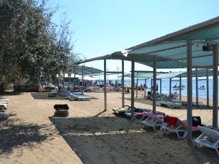 Yan yazlık Kumkoy, Side beach