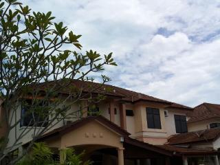 Double Storey Holiday Villa in Batu Ferringhi