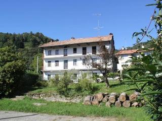 Casa Mira, Armeno
