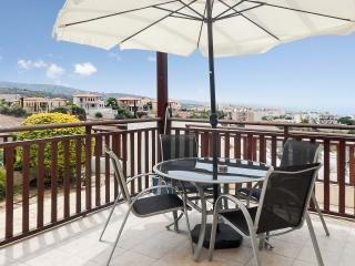 Modern apartment w/ terrace & pool, Peyia