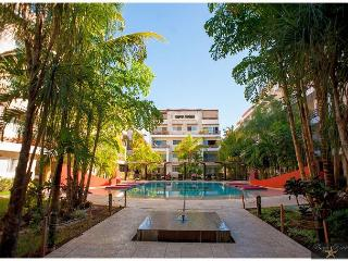 TRENDY * 2 BED/3BATH * FULLY EQUIPPED * FREE WIFI Internet *1 BLOCK 5th av., Playa del Carmen